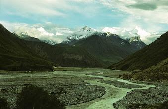 Photo: Kirgis - Ob, Nebenfluss des Obichingou; diesen Fluss entlang zogen wir weiter bis zur Erreichung des Sugran - Passes. Den Fluss konnten wir nicht überschreiten, Es war schon schwierig, dessen reißende Nebenflüsse zu queren.