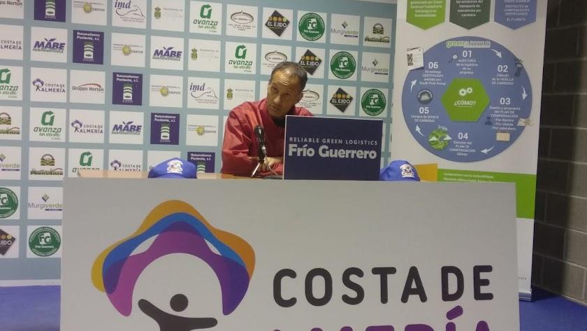 Fran Alcoy en la previa del duelo contra el Marbella en casa.