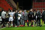 📷 Kemar Roofe daagt supporters van Standard uit met de A van Anderlecht en krijgt het aan de stok met Eric Deflandre