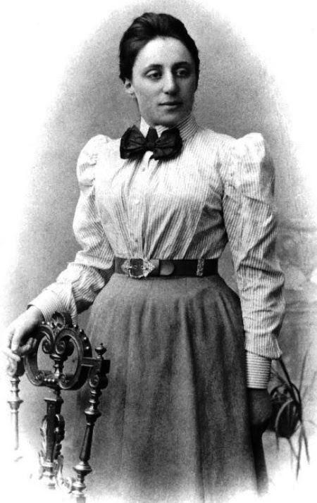 7831f7735aaa Εκεί επίσημα ξαναμπήκε στο πανεπιστήμιο στις 24 Οκτώβρη 1904 κι ανακοίνωσε  την απόφασή της να επικεντρωθεί αποκλειστικά στα μαθηματικά.