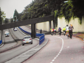 Photo: proporcje - drogi dla samochodów i dla rowerów !