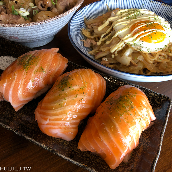 壽司「昭和九十八居酒屋」超狂啦!吸晴度破錶!巨無霸鮭魚握壽司!大口咬下超滿足。|壽司|丼飯|日式炒飯|