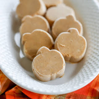 Maple Pumpkin Pie Fudge {Paleo & Low-Carb}.