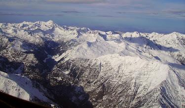 Photo: A droite: crêtes de Héche Barrade commune de Saint Lary. Lac de l'Oule au centre. Pic du Midi de Bigorre à l'horizon.