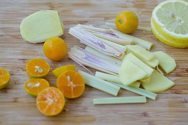 Sả, cam, chanh, muối là những nguyên liệu thường dùng để trị mụn an toàn trong thai kỳ