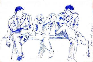 Photo: 下課時間2011.12.21鋼筆 常年教育一下課,同事各自想辦法打發時間,有閒聊的,有抽菸的,有發呆想事情的,而我就是畫畫囉!中間的同事一看見我在畫他就連忙起身不願當磨豆,一旁的同事問我:「你還沒畫完他就跑掉了耶!」我合上畫本淡淡地説:「沒差啦!畫到這裡就好,反正他今天又沒帶腦袋來上班…」
