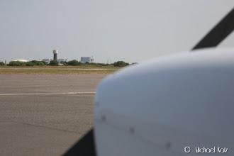 Photo: Atomkraftverket som medfører et stort fareområdet nær flyplassen og veldig nær banen vi landet på (RWY 03).