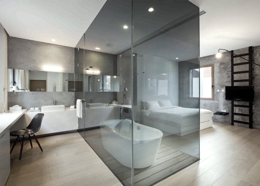 Create the Ultimate Relaxing Bedroom with a Glass-Surrounded Tub