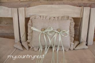 Photo: cuscino rettangolare in lino grezzo con nastrini raso