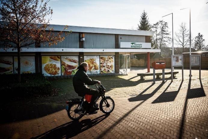 De gerenoveerde supermarkt in het Friese dorp Wijnjewoude.