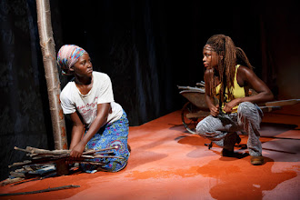 Photo: Eclipsed. Lupita Nyong'o (izquierda) y Zainab Jah (derecha)