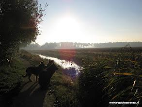 Photo: Herders in de ochtendgloren