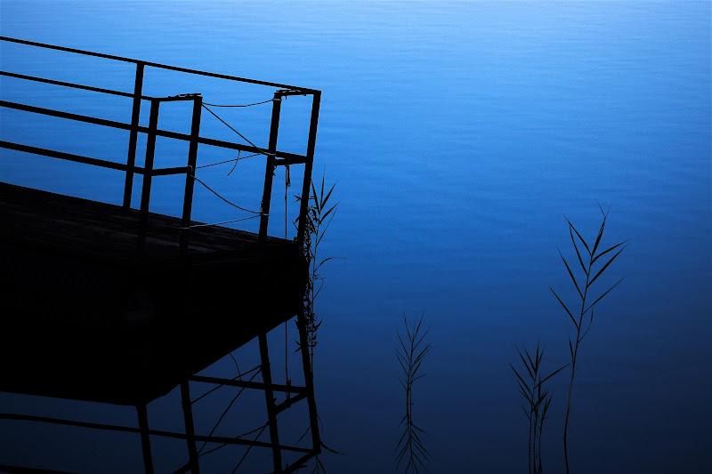Blue Minimal Lake di simoneribero