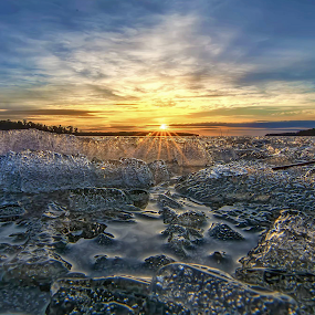 I c e - B i t t e. by Manu Heiskanen - Uncategorized All Uncategorized ( water, winter, sunset, ice, bubbles, spring, sun, paulinawolekpardon )