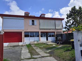 villa à Les abymes (971)