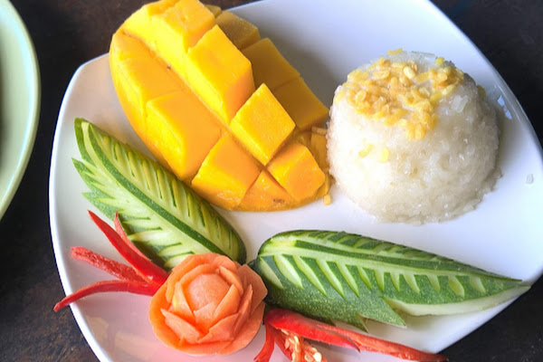 Prepare sticky rice with Mango