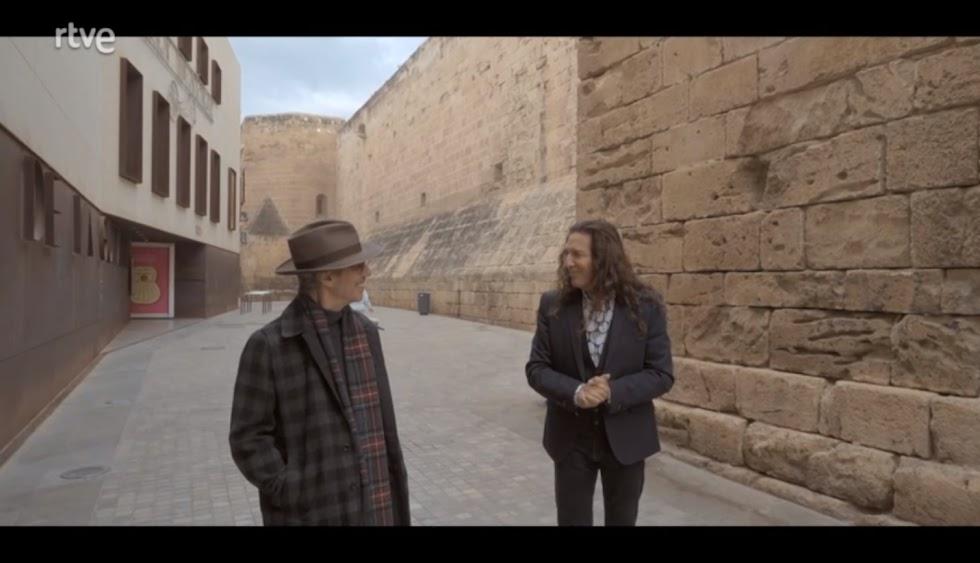 Ariel Rot y Tomatito conversan paseando entre el Museo de la Guitarra y la Catedral.