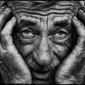 Er het hart van in by Etienne Chalmet - Black & White Portraits & People ( black and white, street, people, man, portrait,  )