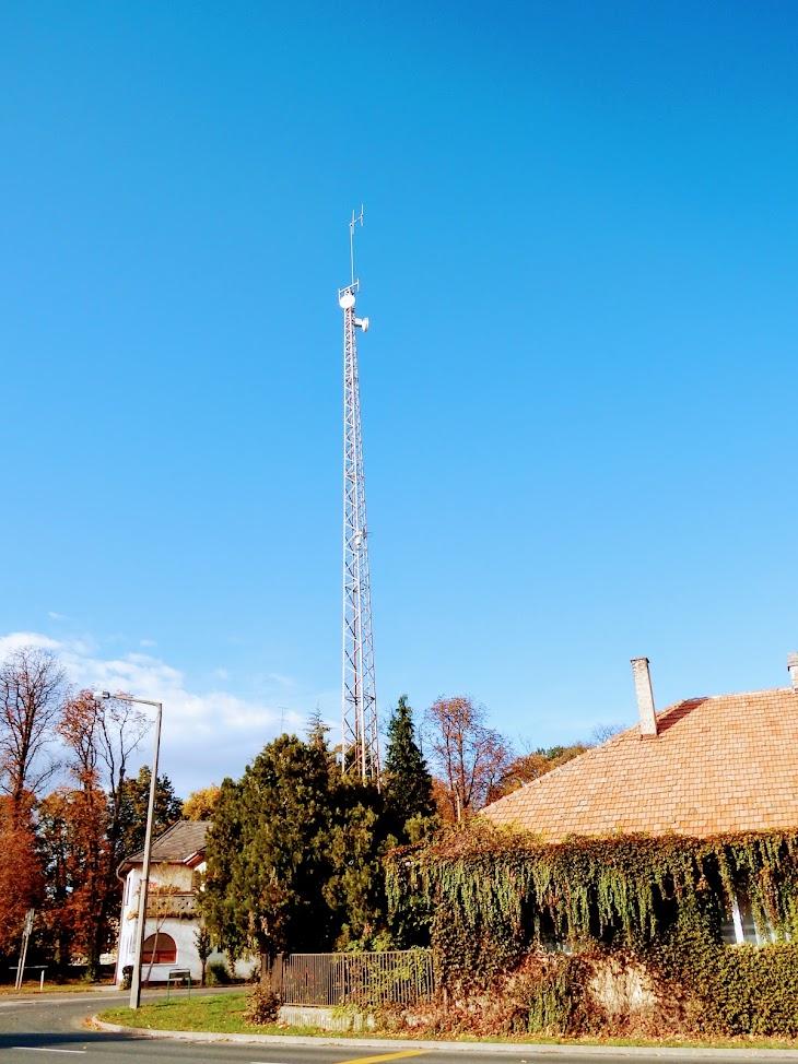 Kapuvár/Osli utca - helyi URH-FM adóállomás