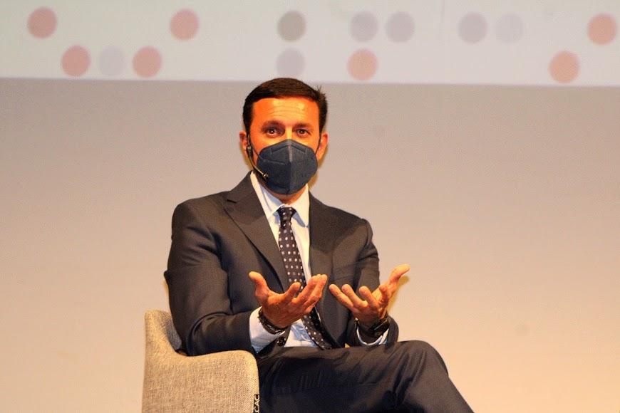 El presidente de la Diputación durante su intervención.