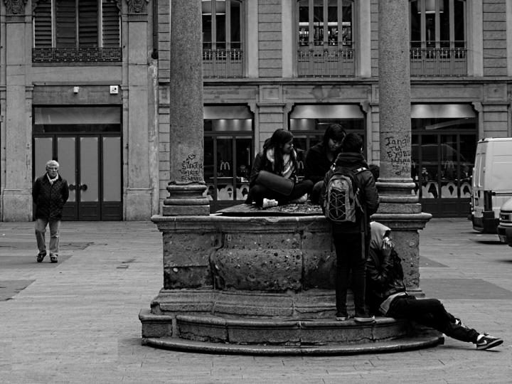 Ragazzi in piazza di filippoC.