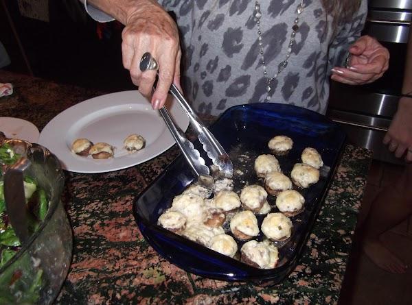 Robyn's Stuffed Mushrooms Recipe