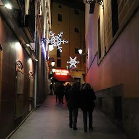 マドリードっ子に愛され続けるチュロスの老舗「サン・ヒネス(San Ginés)」で、チュロス・コン・チョコラテ体験を。