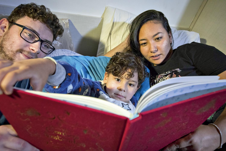 INCENTIVO -Os pais leem para Pedro, 4 anos: a linguagem é um pilar da cognição -