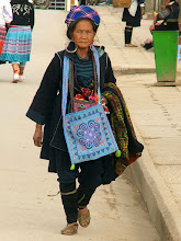 Photo: Sa Pa, kobieta z ludu Czarnych Hmongów / A Black Hmong woman