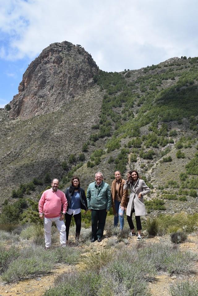 El Peñón de Bernal sirve de reclamo turístico.