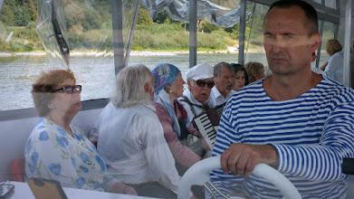 """Photo: Šventinis plaukimas laivu """"Skalva"""" su tik ką iškelta vėtrunge. Laivo kapitonas Egidijus Platūkis."""