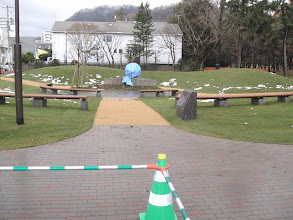 Photo: Maruyama Park sarkánál helyezték el a Földanyát.