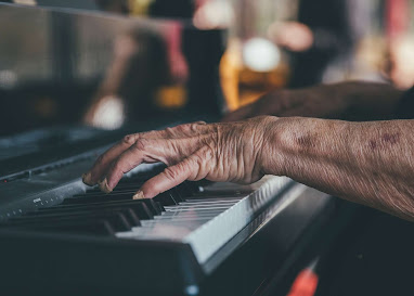 Adult piano lessons in Bradford