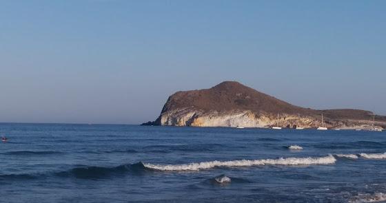 Una media de 720 coches diarios en el acceso a las playas del Cabo