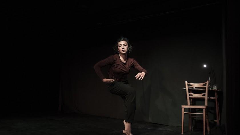 Lula Amir desplegó un sólido trabajo coreográfico para profundizar en un tema imperecedero, como es el miedo existencial.