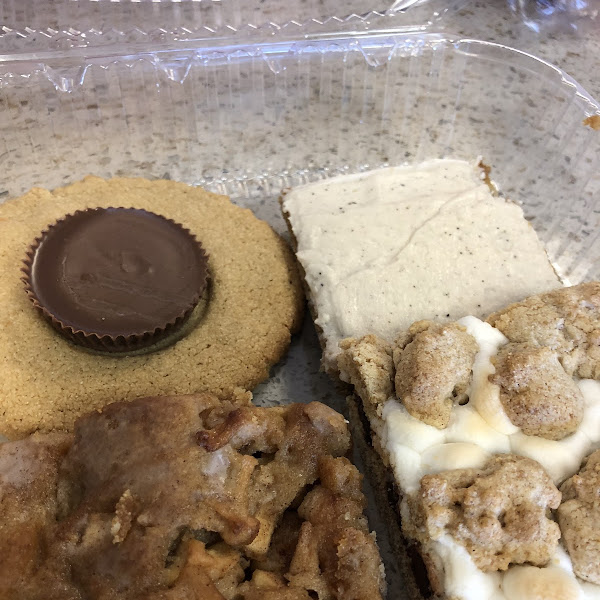 Peanut butter puddle, banana bar, s'mores bar and apple bar.  Yummy!!
