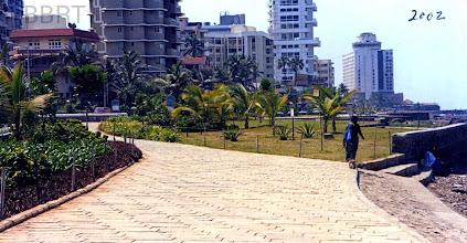 Photo: 2000 - Promenade central garden