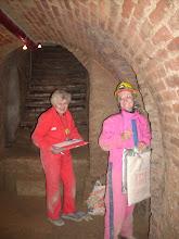 Photo: Erdstallvermessung Gaweinstal am 2.11.08. Edith Bednarik und Ingrid im Erdstallgewand. http://erdstall.heim.at