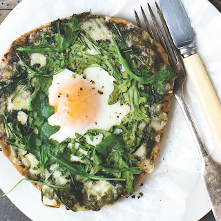 How to Make Egg in a Nest Breakfast Pizza Recipe