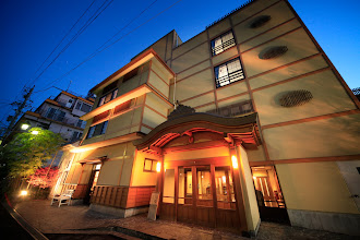 Photo: ホテル椿野 正面玄関 夜景
