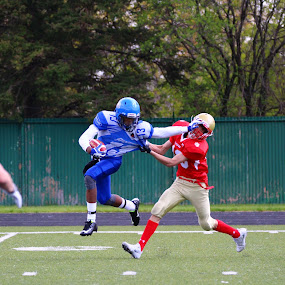 Stiffarm ! by Patrick Cloutier - Sports & Fitness American and Canadian football ( football )