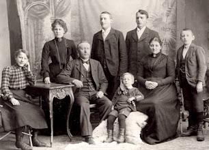 Photo: Torger Osmundsen & family ~1900 maternal great grandfather.
