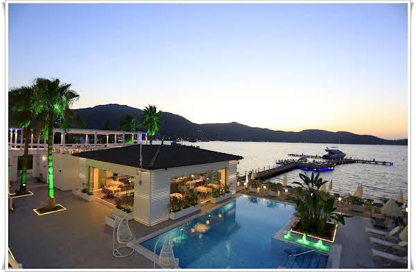 Big Poseidon Boutique Hotel & Yacht Club