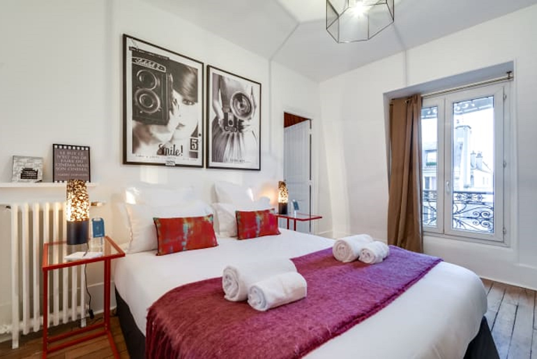 Open plan bedroom at Boulevard Serviced Apartment, Saint Germain