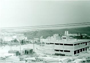 Photo: Na Medvedzí chýbali obchody, služby a preto sa začalo s výstavbou nákupného strediska.