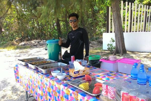 Enjoy buffet lunch at Bamboo Island
