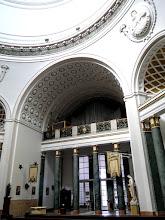 Photo: Az orgona a belépési csarnok kóruserkélyén foglal helyet.