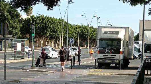 Atropellan a un joven en patinete en un paso de peatones en Avenida Mediterráneo