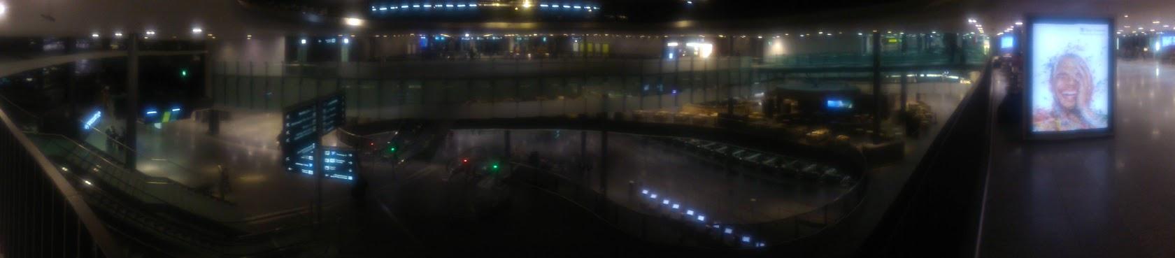 Трехэтажный Аэропорт Цюриха. Ночью