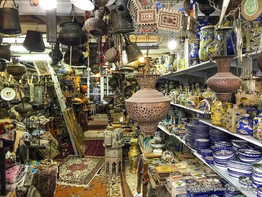 Лавка на блошином рынке Пишпишим. Экскурсия в Яффо, Израиль.